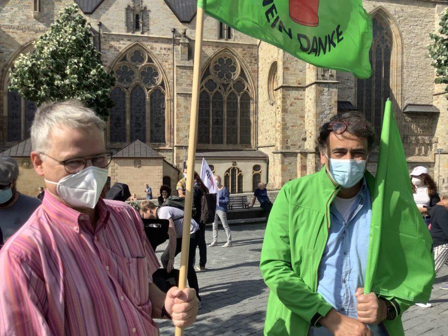 Jörg Schlüter und Hartmut Oster auf Demo